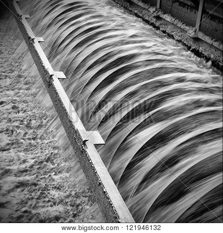 Work in modern urban sewage treatment plant