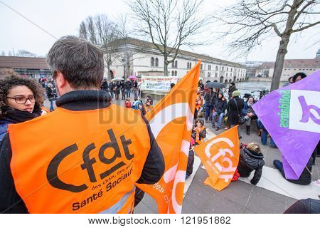 Hundreds Protests Against Departmental Budget Cuts For 2016