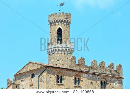 Palazzo dei Priori in ancient walled mountaintop town Volterra, construction  finished in 1257, Pisa province, Tuscany, Italy.