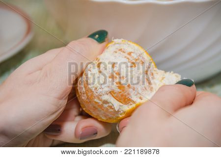 To Clean Tangerine. To Remove A Peel From Tangerine.