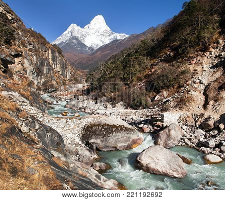 VIew of mount Ama Dablam - way to everest base camp - Khumbu valley - Nepal