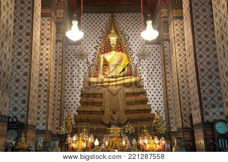 BANGKOK,THAILAND - JANUARY 6,2018 : The Main golden sitting Buddha in Wihan of main feature Wat Arun Ratchawararam Ratworamahan is the most famous Buddhist temples is a named for the Hindu god of the dawn.