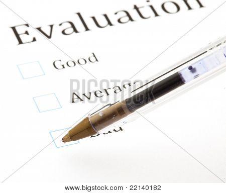 Qualität-Fragebogen und Stift, extreme Closeup Foto