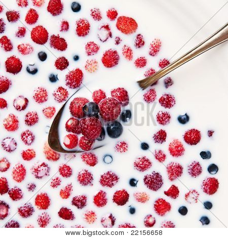 Strawberries and blueberries in silver spoon