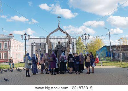 Nizhny Novgorod, Russia. - October 8.2017. Monument to St. Sergius of Radonezh on Ilyinskaya Street 54. A group of schoolchildren on an excursion at the monument.