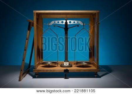 Old Weighting Machine