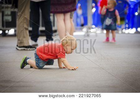 19 june 2015 unidentified child without supervision crawls, Chisinau, Moldova