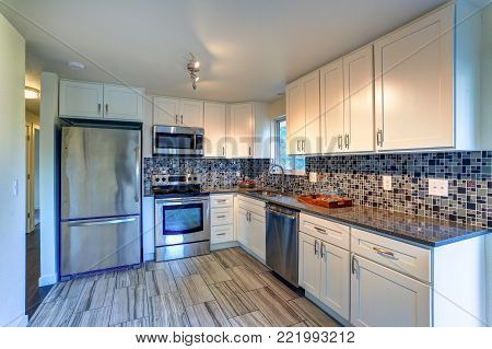 L-shape Kitchen Room Design