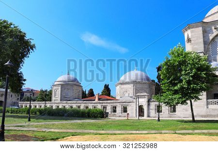 Mausoleums of  Suleiman the Magnificent (Great Suleiman) and his beloved wife Hurrem Haseki Sultan (Roksolana) in Suleymaniye Mosque, Ottoman imperial mosque in Istanbul, Turkey