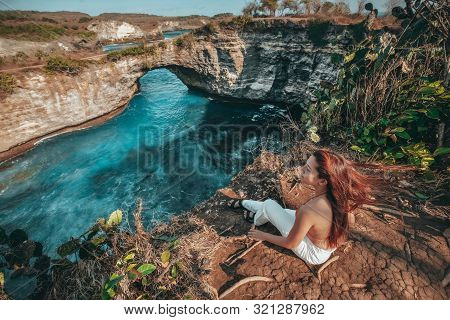 Travel Woman Looking View Of Broken Beach, Nusa Penida Island Bali ,indonesia