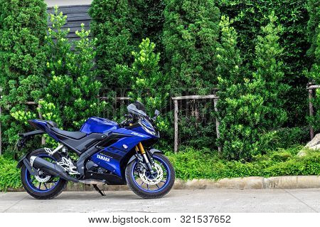 Bangkok,thailand-march 30,2019 Big Bike Yamaha R15 Outdoor Park To Watch People Experience