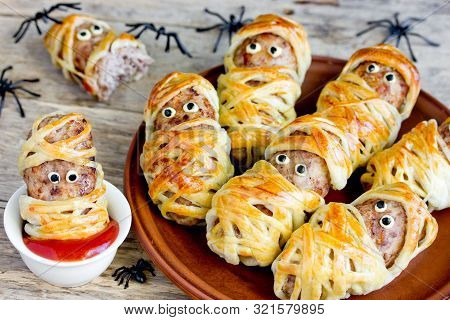 Halloween Mummies - Meatballs Wrapped In Dough With Funny Eyes , Funny Idea For Halloween Party Snac
