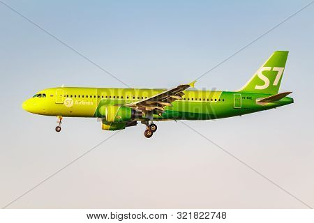Moscow, Russia - June 20, 2019: Aircraft Airbus A320-214 Vq-bde Of S7 Siberia Airlines Landing At Do
