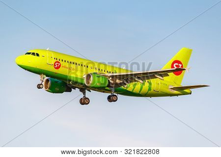 Moscow, Russia - June 20, 2019: Aircraft Airbus A319-114 Vp-btw Of S7 Siberia Airlines Landing At Do