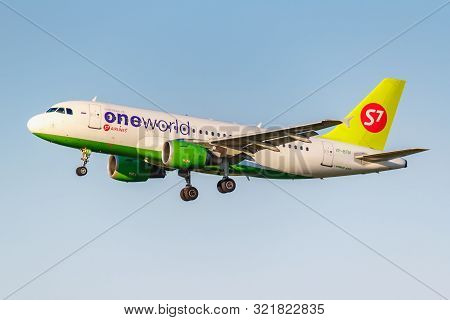 Moscow, Russia - June 20, 2019: Aircraft Airbus A319-114 Vp-btn Oneworld Livery Of S7 Siberia Airlin