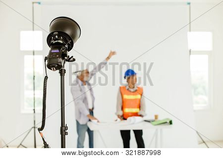 Small Size External Flash Unit Studio Light Setup To Reflect Or Bounce With Ceiling