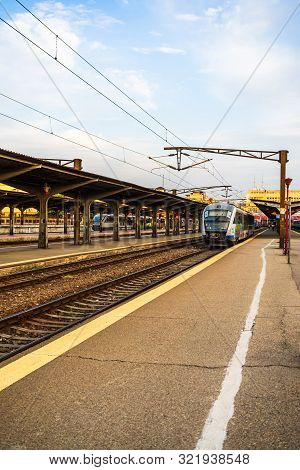 Trains On The Platform Of Bucharest North Railway Station (gara De Nord Bucuresti) In Bucharest, Rom
