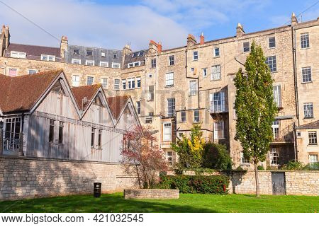 Street View Of The Old Town Of Bath, Somerset. Old Living Houses Near Green Lawn. The City Became A