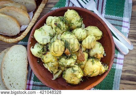 Boiled Young Potatoes With Dill And Cracklings