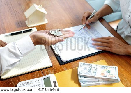 Sale Representative Or Insurance Broker Offer House Purchase