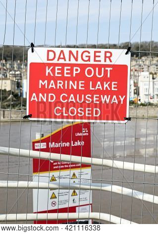 Weston-super-mare, Uk - April 21, 2021: A Sign Warning That The Marine Lake Is Closed While Work To