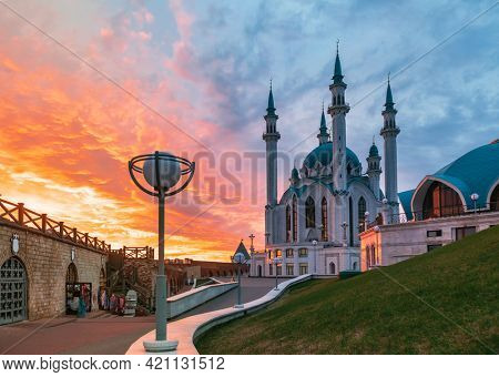 Dramatic sky over the Kul Sharif (Kol Sharif, Qol Sharif) mosque, one of the largest mosques in Russia at sunset. Kazan Kremlin is UNESCO World Heritage Site and historic citadel of Tatarstan, Russia