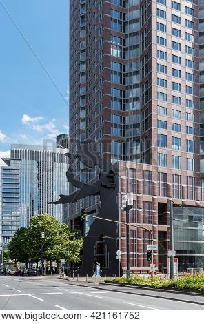 Hammering Man Sculpture In Front Of The Messeturm Skyscraper, Frankfurt, Germany