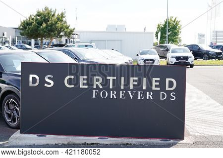 Bordeaux , Aquitaine France - 05 18 2021 : Ds Certified Forever Text Brand Store And Logo Automobile