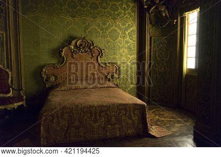 New York, Usa - April 26,2018 : Interior View Of The Room Display Renaissance Design Decoration At M