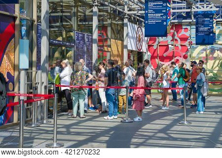 Moscow, Russia - August 31, 2019: Queue For Tickets To Visit The Moscow Kremlin. The Ticket Hall Of