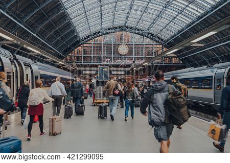 London, Uk - August 16, 2019: People Walking On The Platform Arrived To St. Pancras Station On Euros
