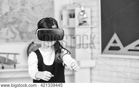 Go Around Obstacles. Virtual Classes. Driving Lessons. Science Class. Vr Technology. Schoolgirl Usin