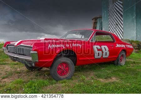 Saint Petersburg, Russia - Sep 04, 2016: Red Retro Car Mercury Cougar Gt-e (1968) Against The Backgr