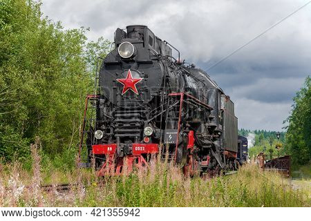Ruskeala, Russia - August 15, 2020: Attaching The Old Steam Locomotive Lv-0522 To The Tourist Retro