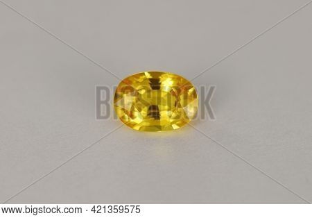 Natural Yellow Sapphire. Oval Faceted Clean Setting Gemstone. Precious Gem For Making Gold Jewelry.