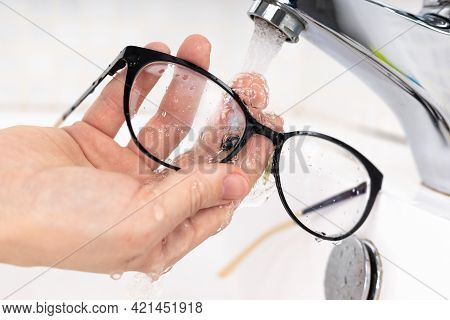 Cleaning Eyeglass Lenses To Be Clean And Clear To Prevent Covid 19