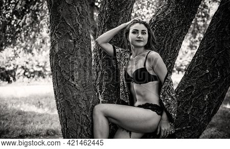 Arabic Or Gypsy Girl With Long Hair Demonstrated Her Body. A Woman With A Slim Figure And Athletic B