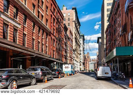 New York City, Usa - June 25, 2018: Street Scene In Tribeca District Of Manhattan A Sunny Day Of Sum