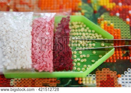 Preparation Of Container, Tweezers And Acrylic Rhinestones Before The Beginning Of Work On The Diamo
