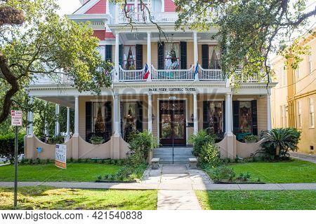 New Orleans, La - September 10: Park View Historic Hotel On St. Charles Avenue On September 10, 2020