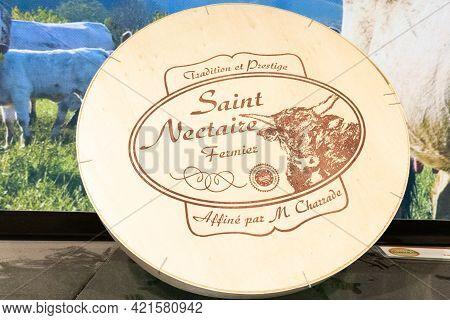 Bordeaux , Aquitaine France - 05 18 2021 : Saint-nectaire Fermier Wooden Box Of French Cantal Auverg