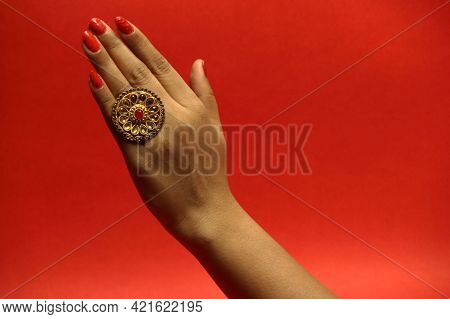 Gold And Silver Jewelery. Bangles, Diamond, Rings And Necklaces.