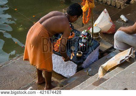 Varanasi, India - November 01, 2016: A Hindu Devotee With Fragrance Incense Stick Praying To Shiva L