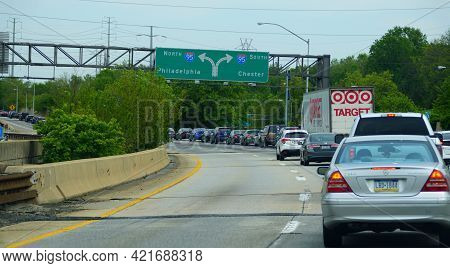 Media, Pennsylvania, U.s.a - May 17, 2021 - Busy Traffic On Interstate 476 South With I-95 Splits To
