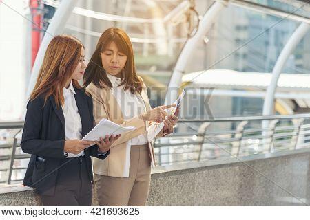 Business Partner Using Laptop Online Meeting Team Partnership Businessman, Businesswoman Talking Tog