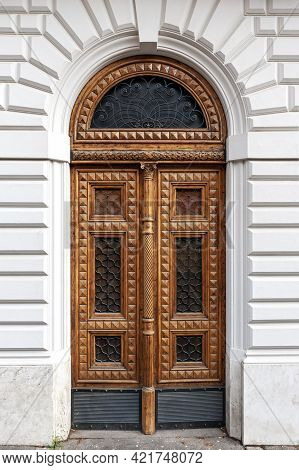 Details Of European Style Classic Old-fashion Elegant Wood Carving Door Panels Made Of Wood And Deco