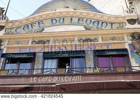 Bordeaux , Aquitaine France - 05 18 2021 : Cafe Du Levant Logo Brand And Text Sign On Facade Bar Bra