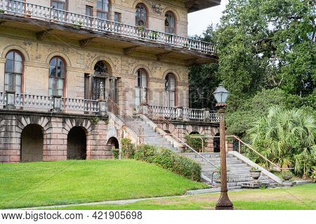 New Orleans, La - August 5: Entrance To Historic Luling Mansion On August 5, 2018 In New Orleans, Lo