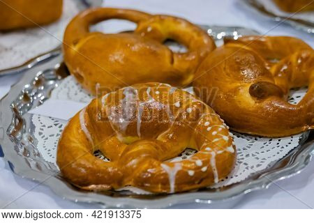 Freshly Baked Pretzels, Kringles On Plate At Cuisine Of Cafe, Restaurant Or Bakery. Pastry, Pastry,