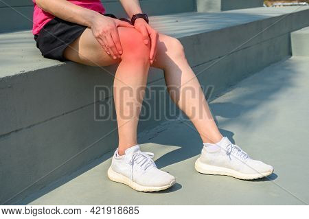 Cropped Shot Of Woman Runner Suffering From Iliotibial Band Syndrome (itb). It Cause From Overuse In